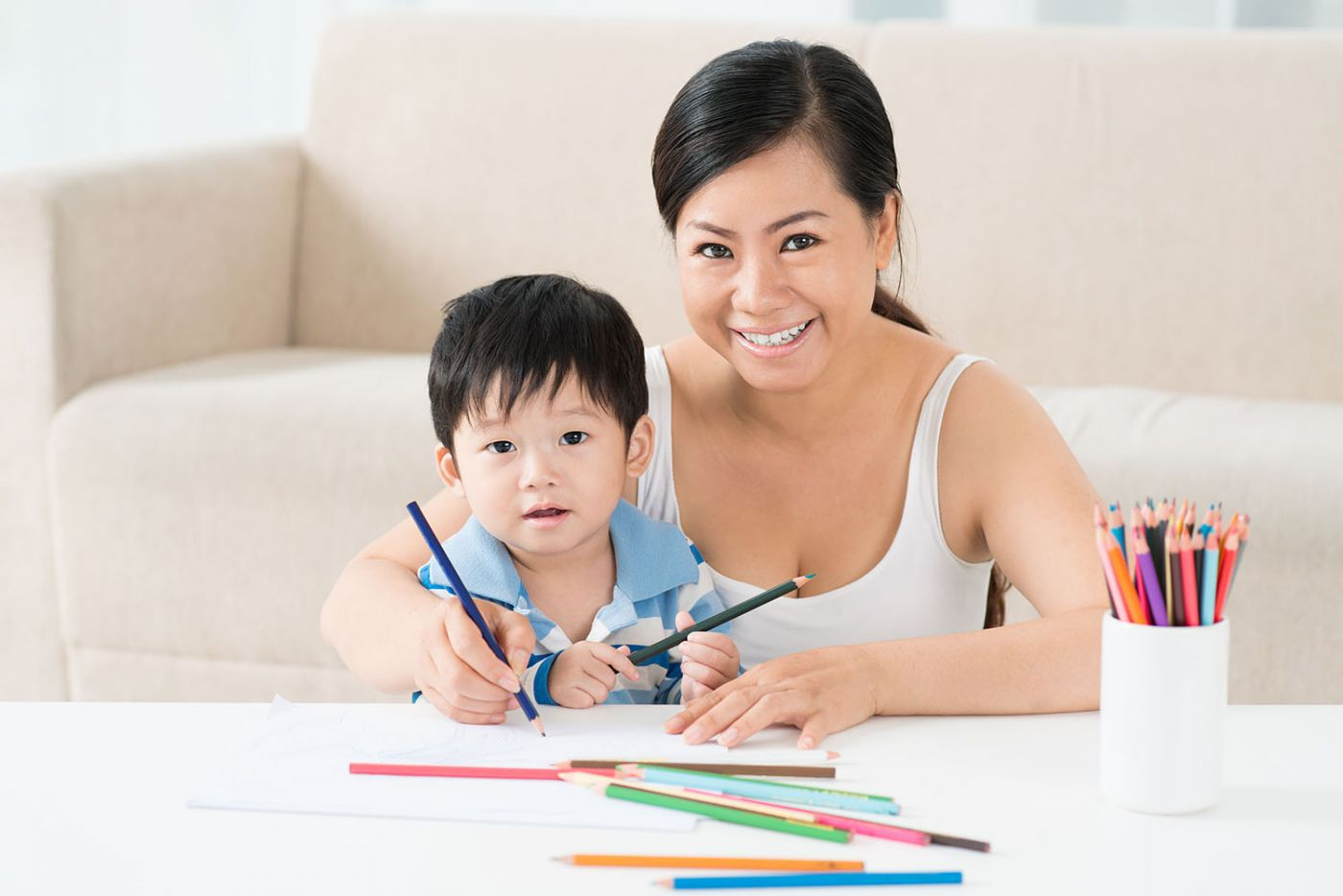 Mother teaches child arts and drawing
